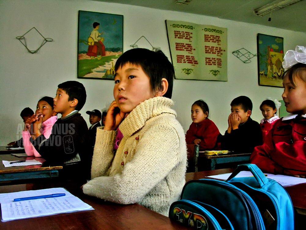 kyrgyzstan-2006-toktogul-school-children-english