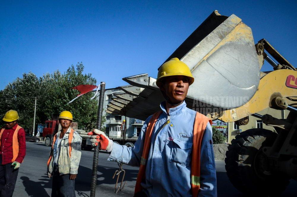 tajikistan-2015-panjakent-chinese-construction-worker