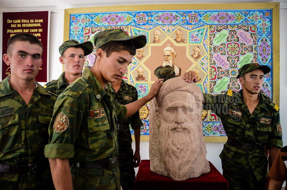 tajikistan-2015-panjakent-rudaki-poet-soldier-pilgrimage