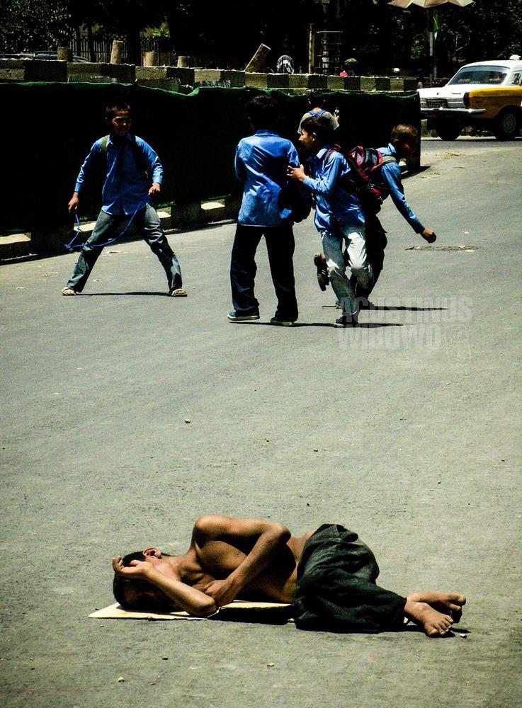 afghanistan-2006-kabul-street-school-children-paradox