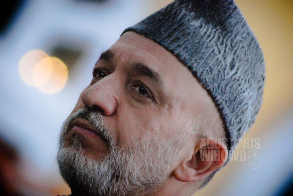 afghanistan-2007-kabul-president-karzai-portrait