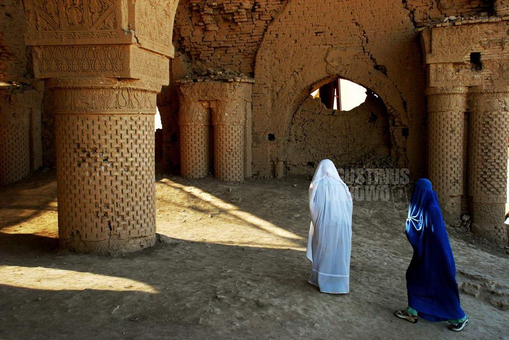 afghanistan-2008-balkh-naoruz-nogombad-mosque-women-pilgrimage