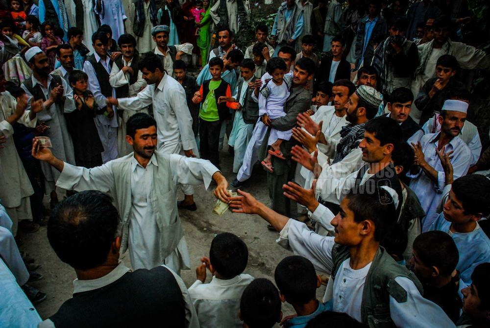 afghanistan-2008-faizabad-badakshan-wedding-dance-men