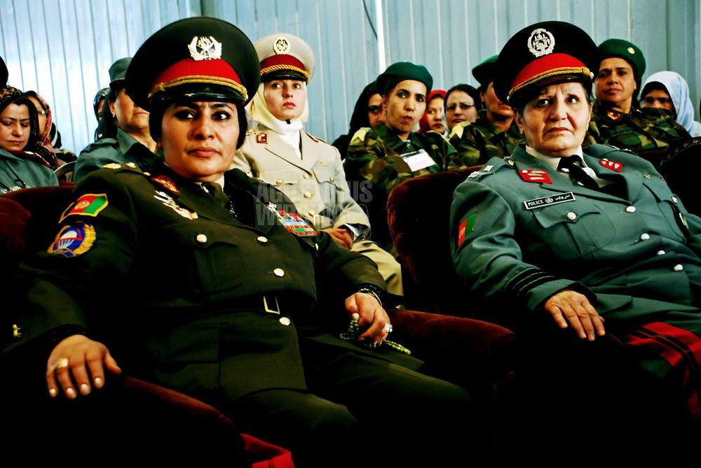 afghanistan-2008-kabul-woman-general