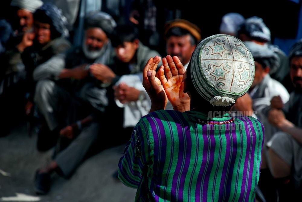 afghanistan-2008-mazar-sharif-naoruz-drama-prayers