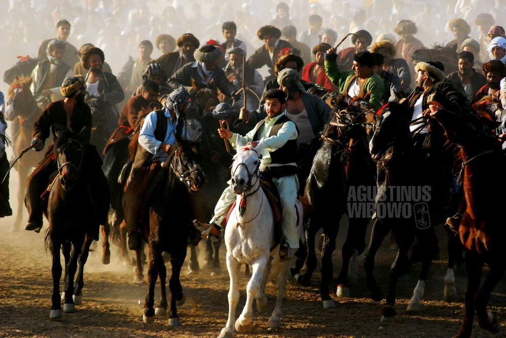 afghanistan-2008-mazarsharif-naoruz-buzkashi-horses-rush