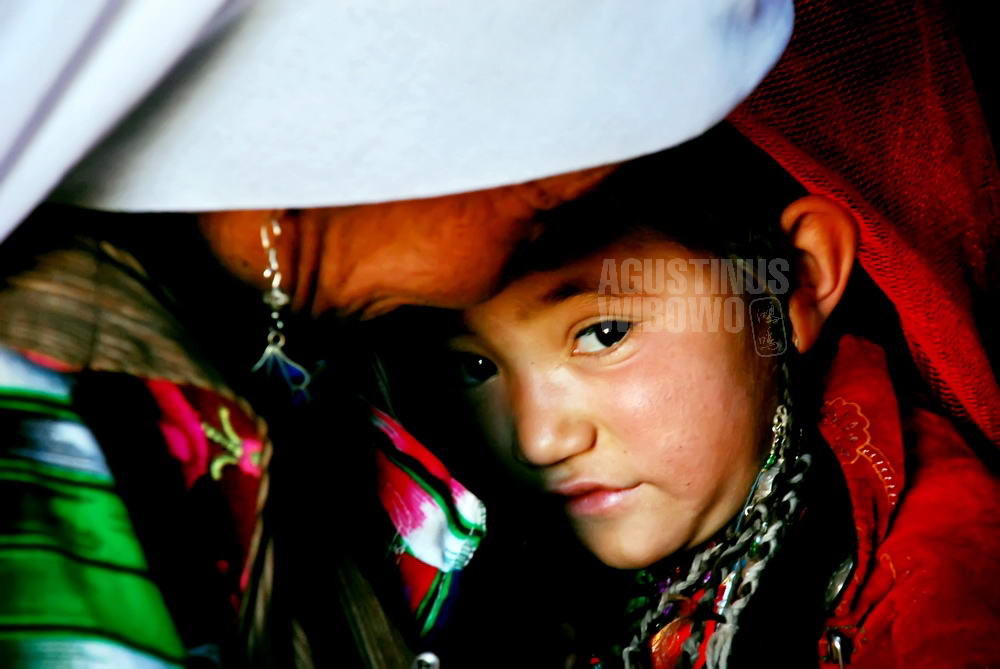 afghanistan-2008-pamir-mother-daughter-love