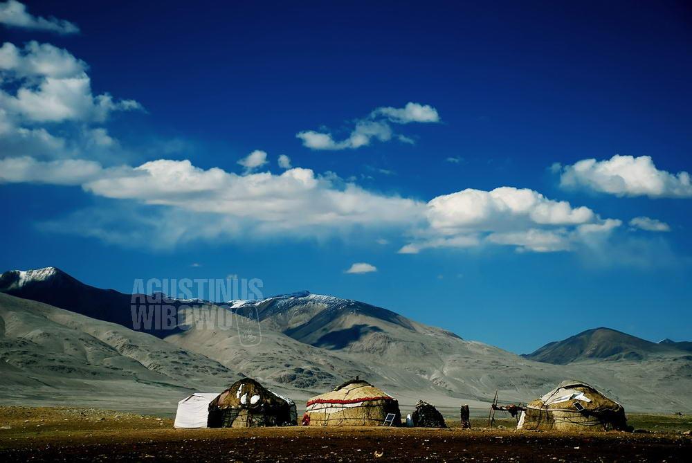 afghanistan-2008-pamir-yurt-blue-sky