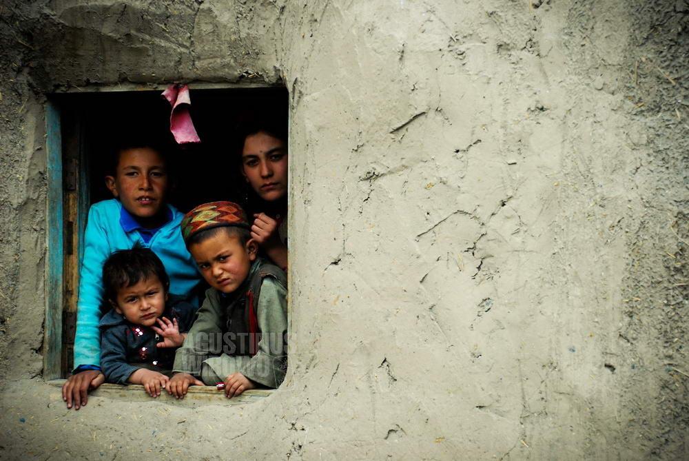 afghanistan-2008-wakhan-family-frame-window-mud-house