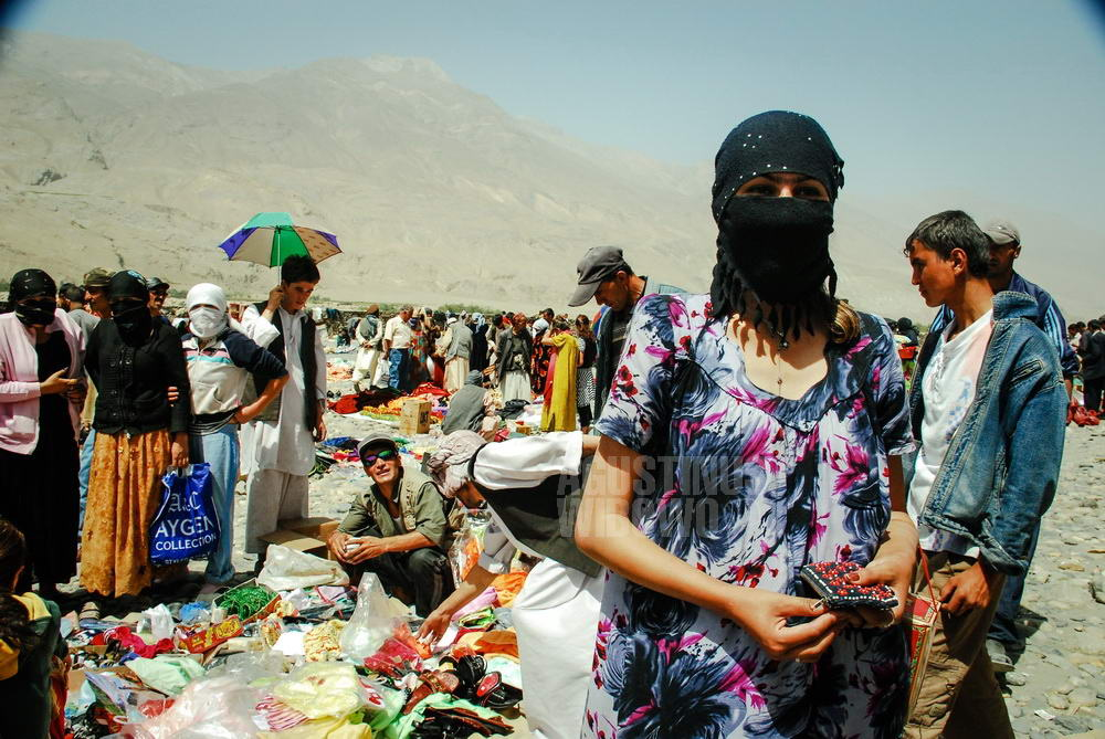 afghanistan-2008-wakhan-ishkashim-border-market-tajikistan