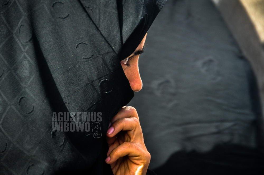iran-2009-mashhad-woman-in-chador