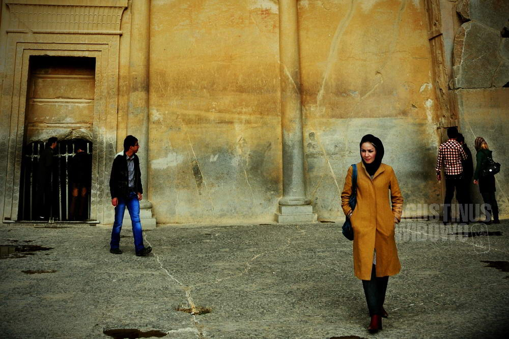 iran-2009-shiraz-girl-veil-trendy