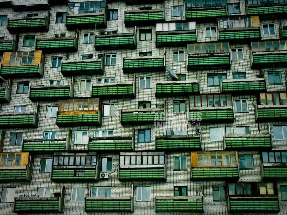 kazakhstan-2006-karaganda-russian-apartment-block-architecture-geometry