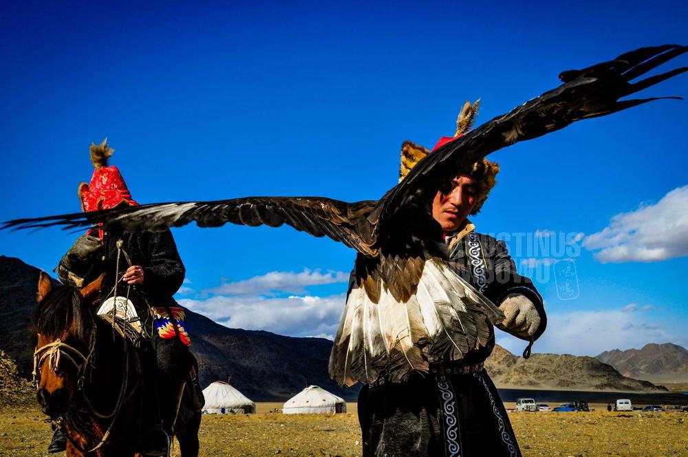mongolia-2009-bayan-olgii-kazakh-eaglehunter-full-wing