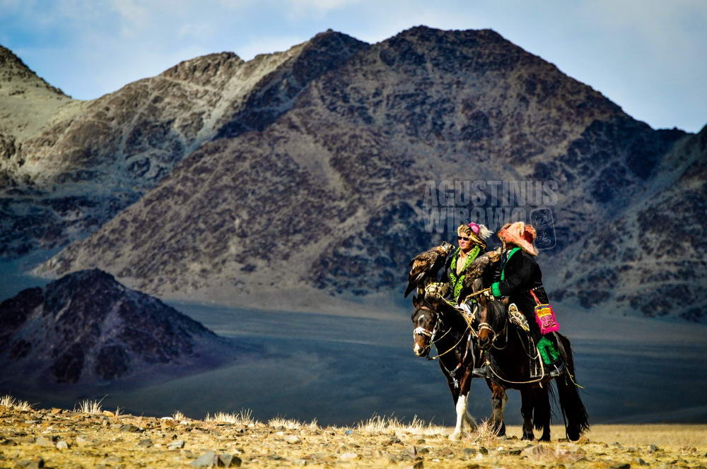 mongolia-2009-bayan-olgii-kazakh-eaglehunter-mountain-horse