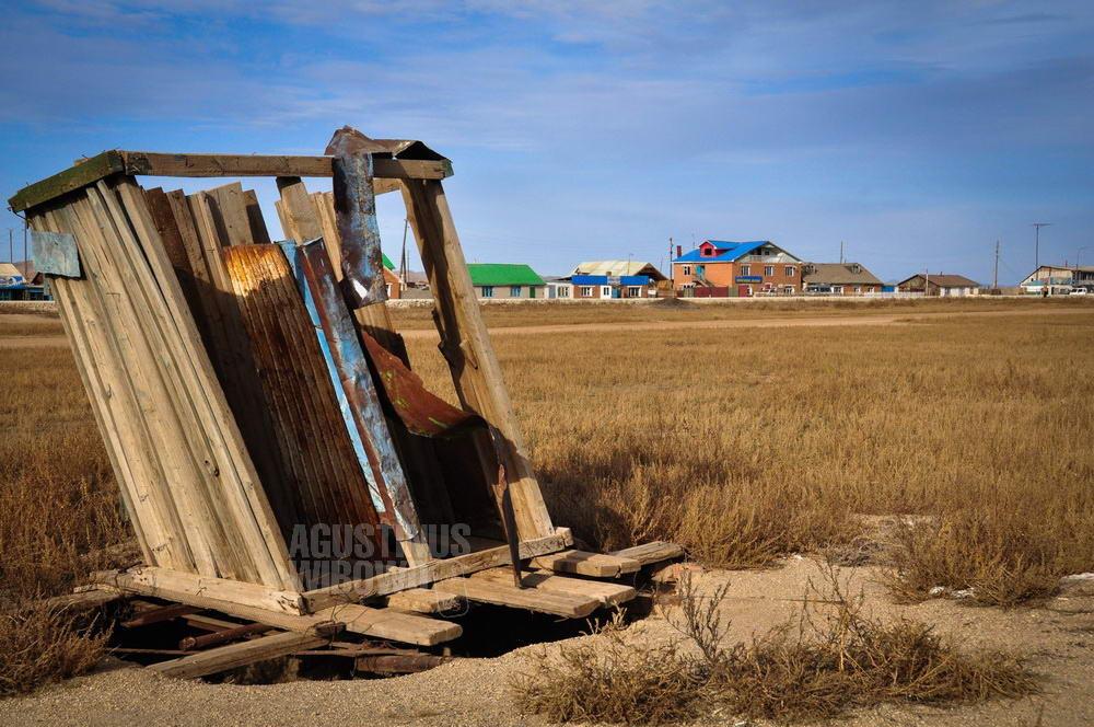 mongolia-2009-gobi-toilet