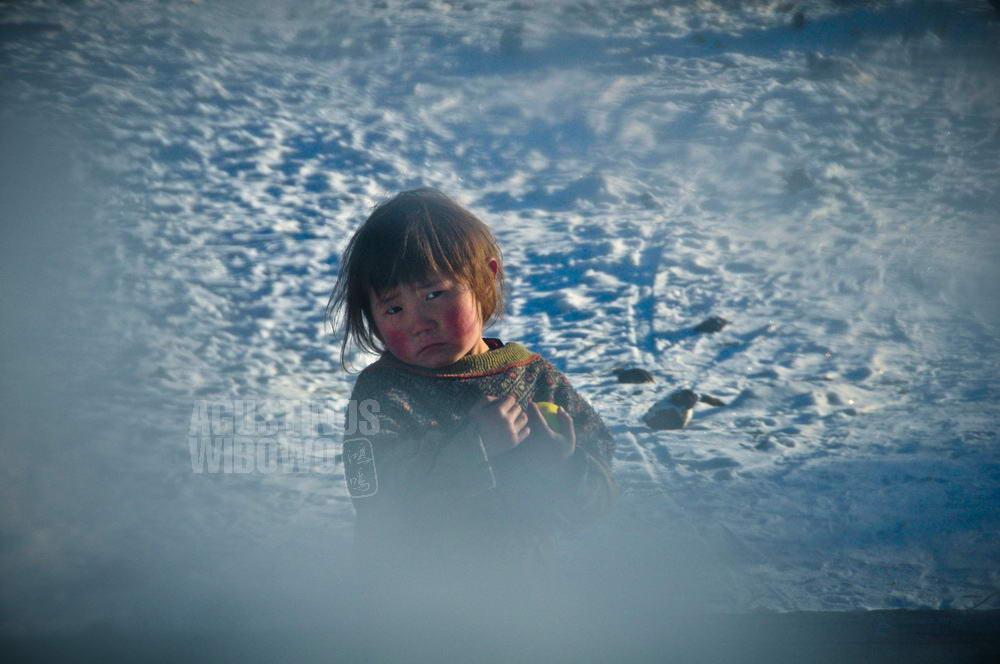 mongolia-2009-khovsgol-boy-snow-winter