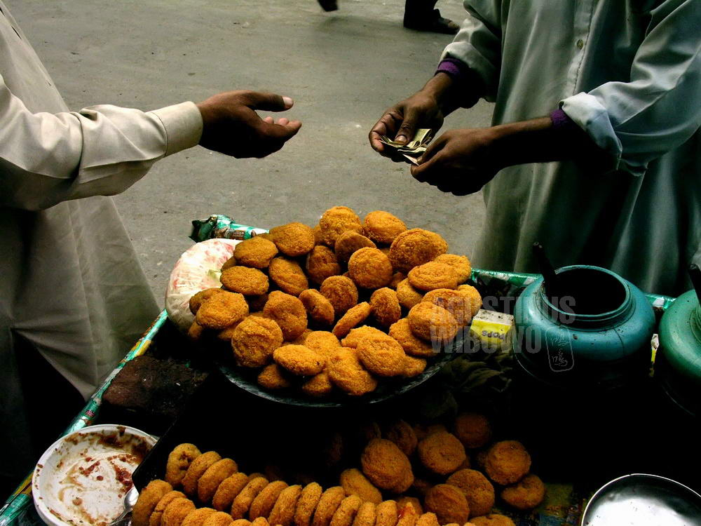 pakistan-2005-lahore-street-snack