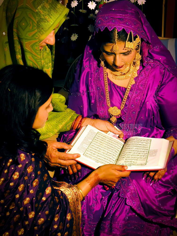 pakistan-2006-islamabad-wedding-bride-reading-koran