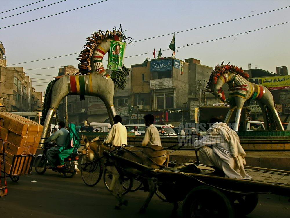 pakistan-2006-lahore-street-horse-chart