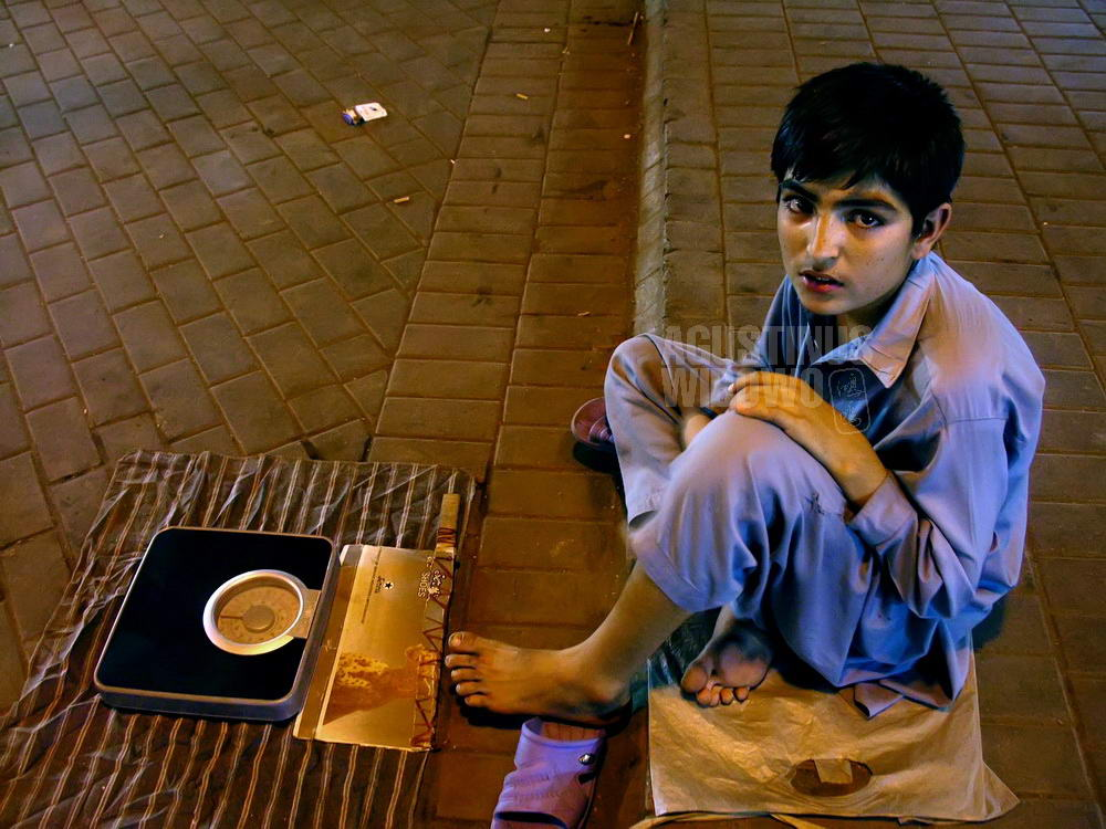 pakistan-2006-lahore-waseed-street-children-scale