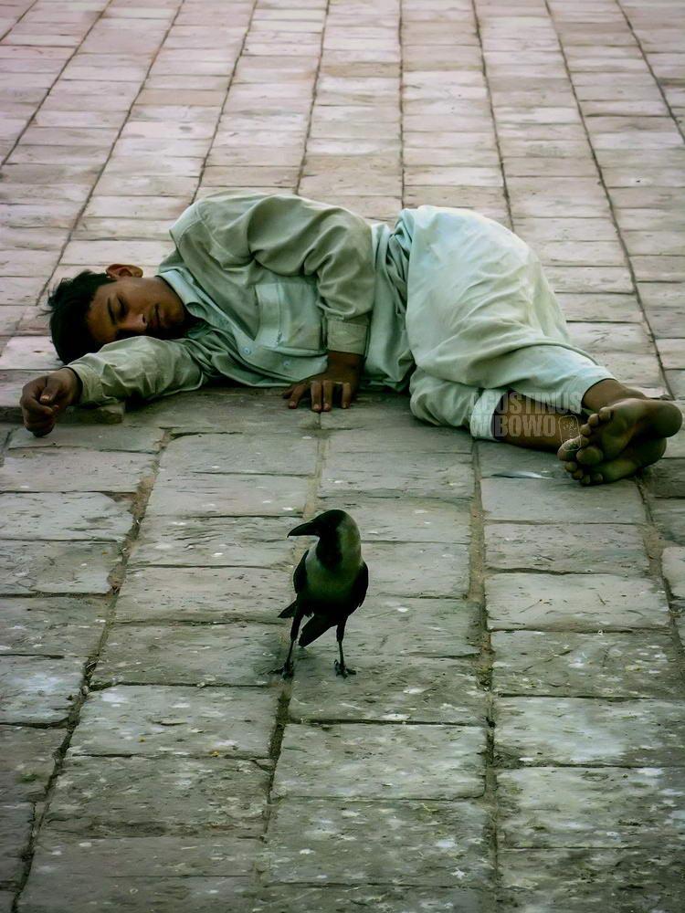 pakistan-2006-multan-boy-sleeping-street-dream