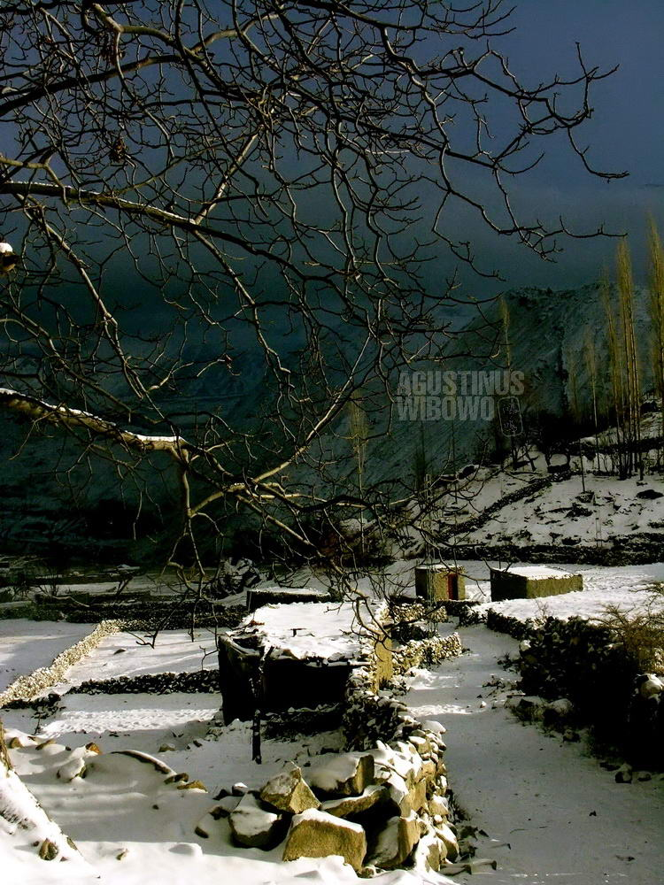 pakistan-2006-northern-areas-hunza-eagle-nest-winter-deserted-village