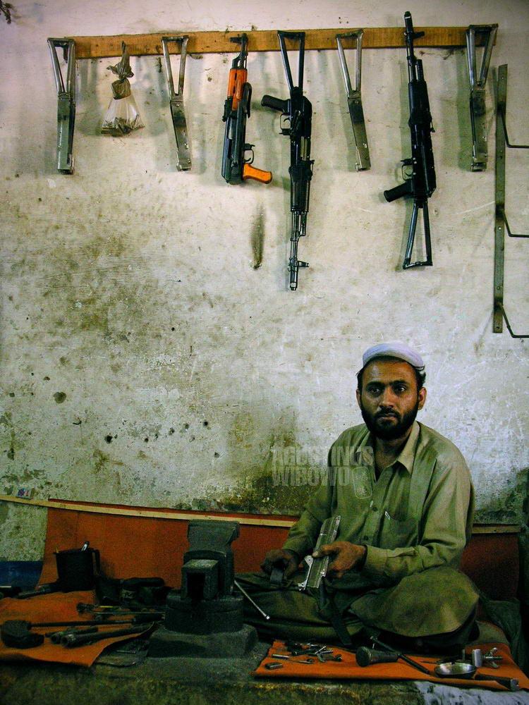pakistan-2006-nwfp-peshawar-darra-adam-khel-weapon-home-industry