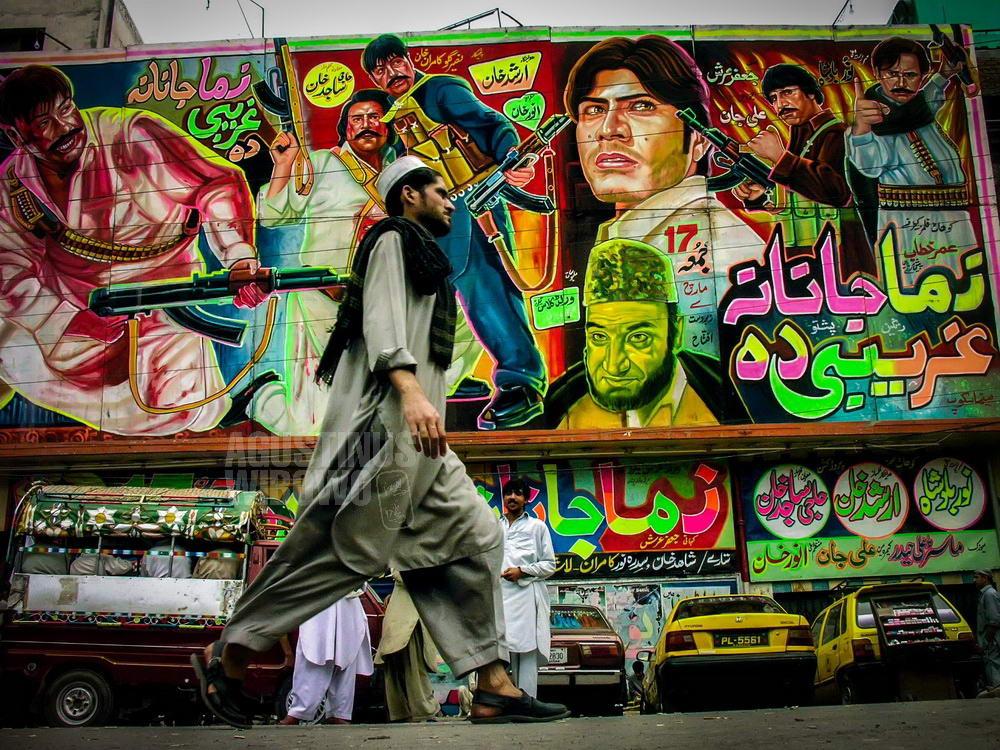 pakistan-2006-peshawar-street-weapons-cinema-poster