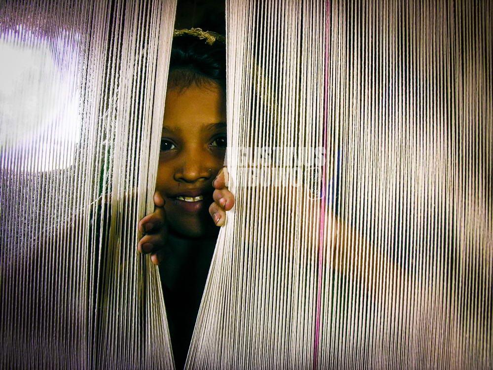 pakistan-2006-thar-desert-girl-weave-carpet