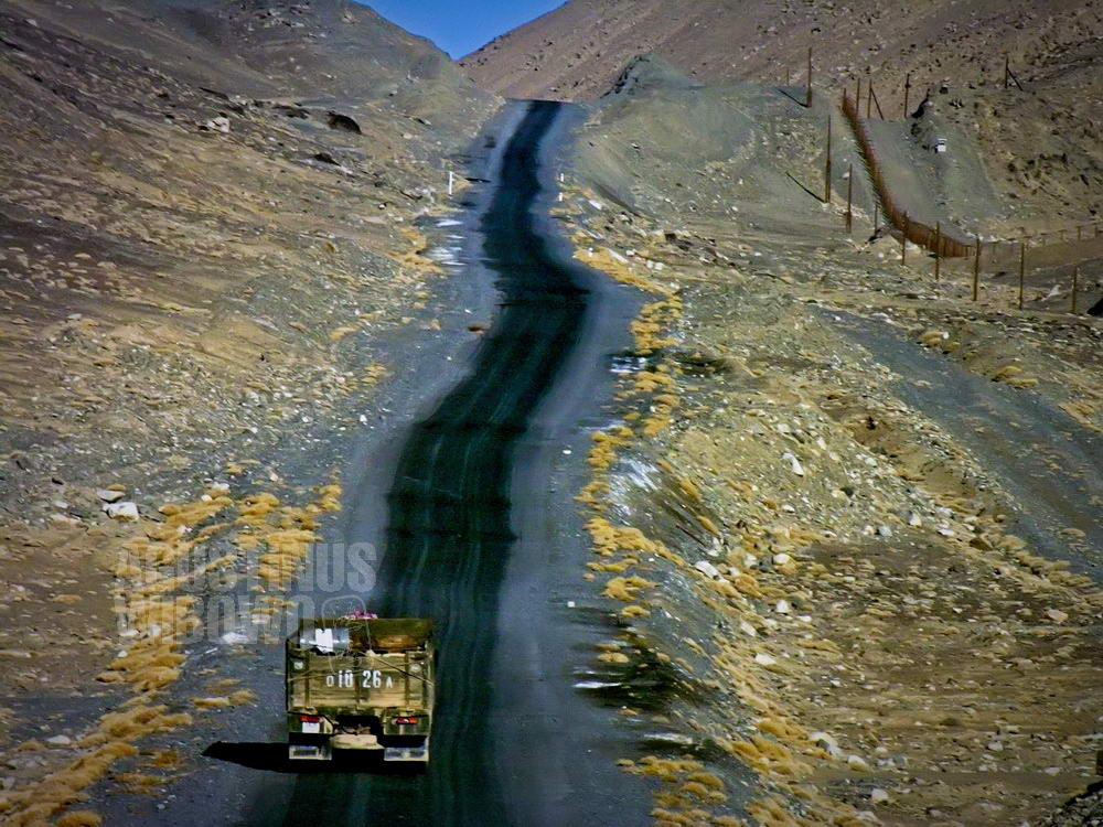 tajikistan-2006-gbao-border-china-barbed-wire
