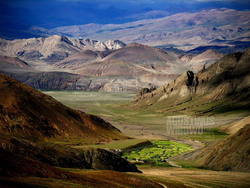tibet-2005-everest-base-camp-journey-valley-layers-mountains-sky