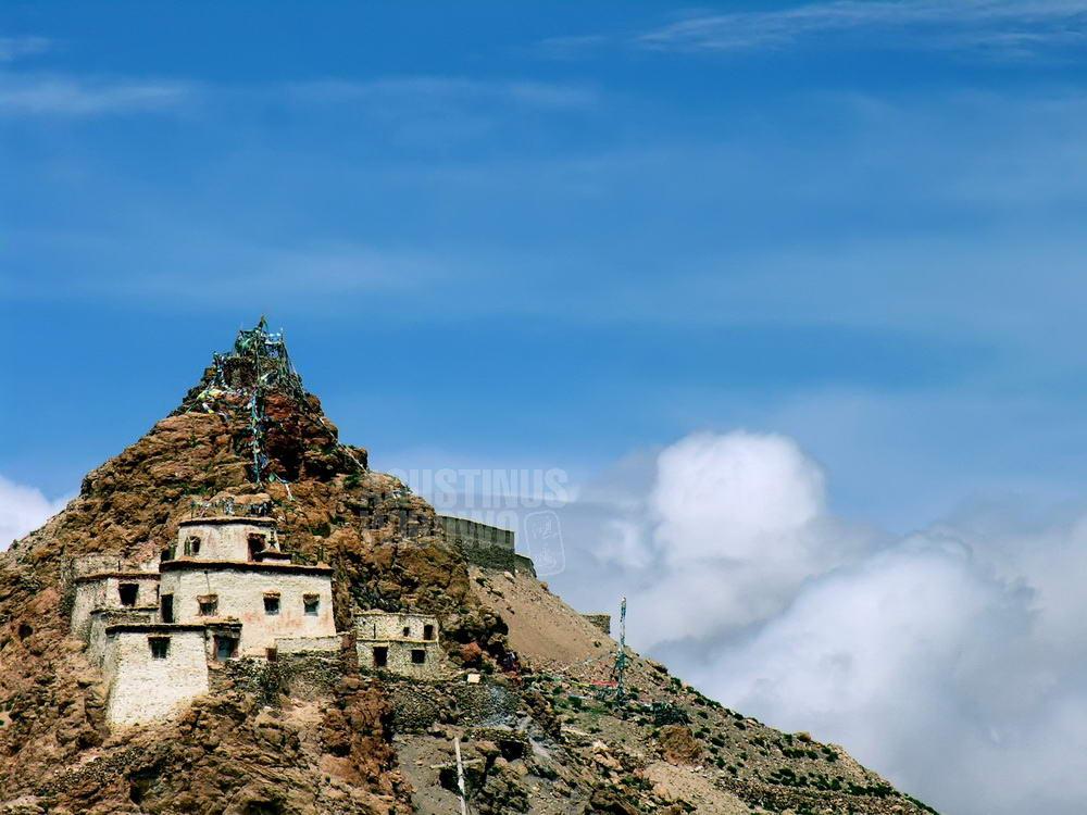 tibet-2005-kailash-manasarovar-temple-hill