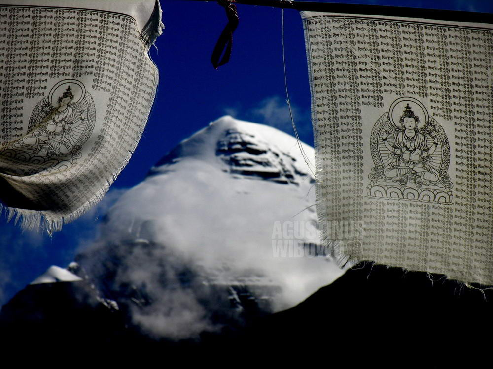 tibet-2005-kailash-pilgrimage-mountain-snow-buddha-prayers-flag