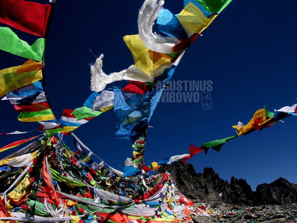 tibet-2005-kailash-pilgrimage-peak-prayers-flag
