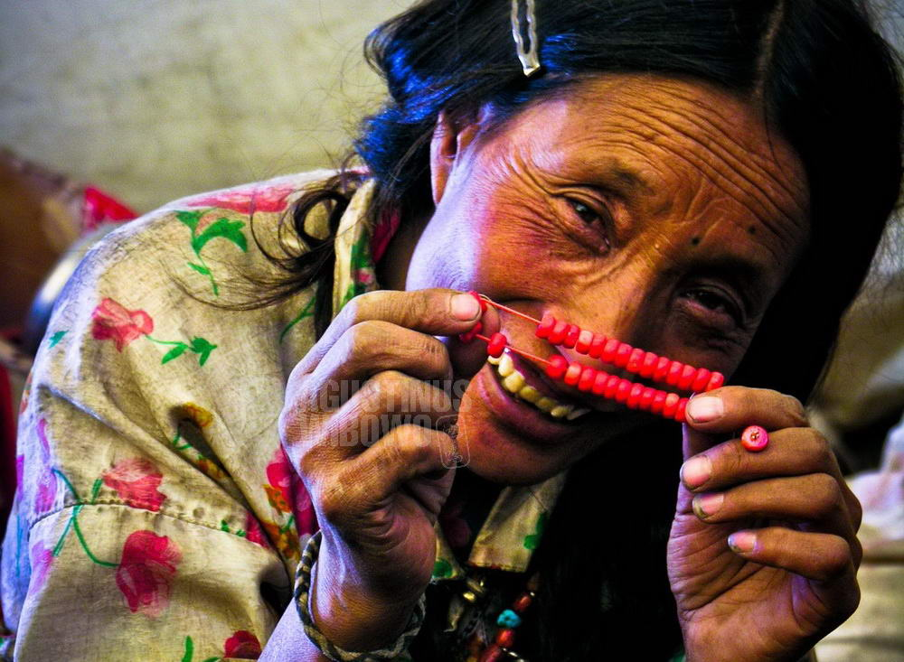 tibet-2005-kailash-pilgrimage-woman-beads-smile