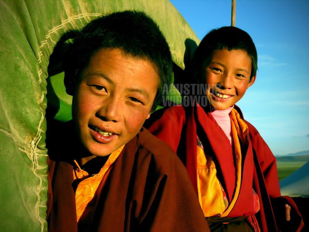 tibet-2005-kailash-pilgrimage-young-boy-monk-truck