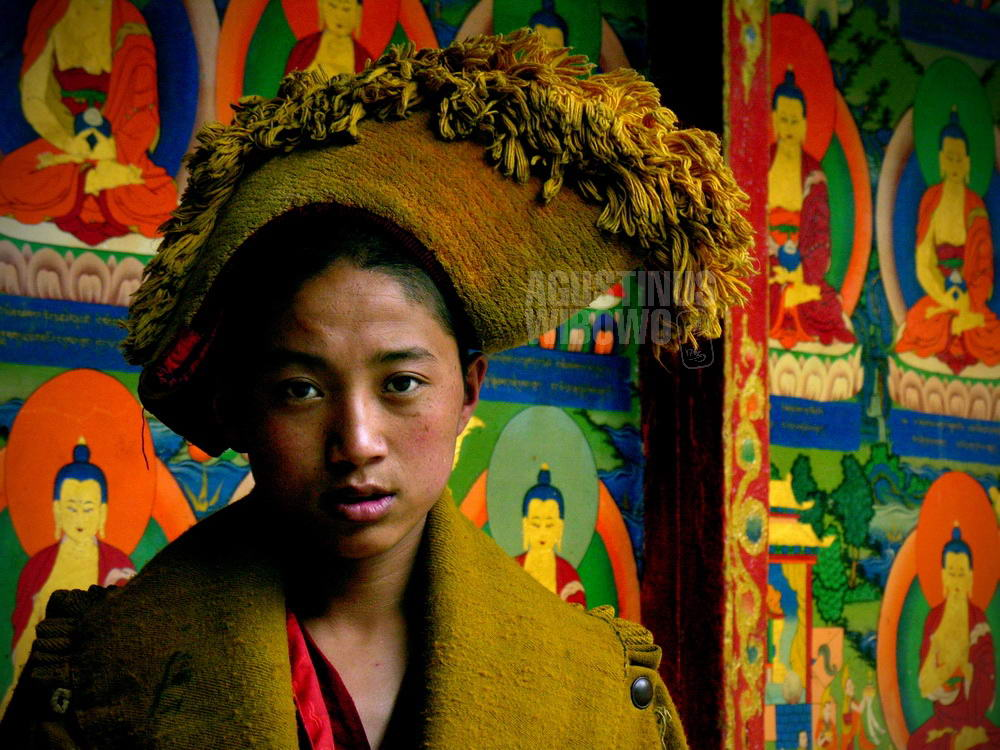 tibet-2005-shigatse-yellow-hat