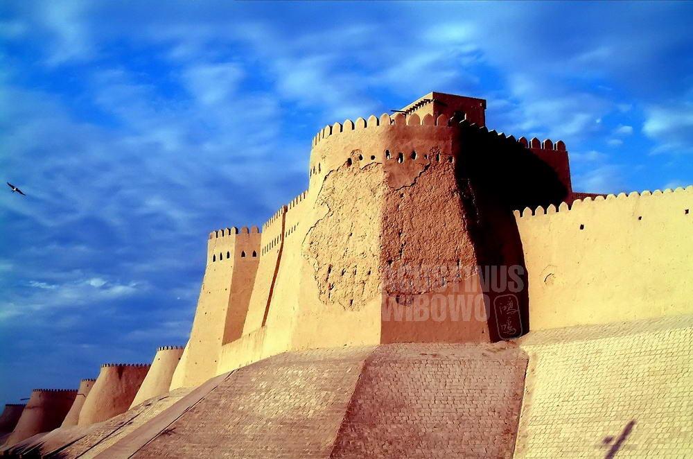 uzbekistan-2004-khiva-gate-wall