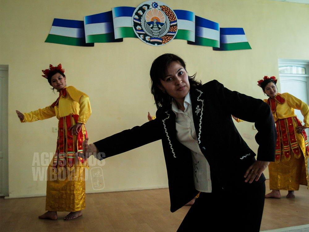 uzbekistan-2007-samarkand-indonesian-dance