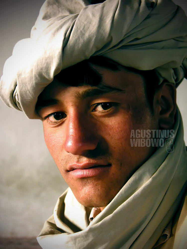 afghanistan-2006-herat-man-turban-portrait-religious-student