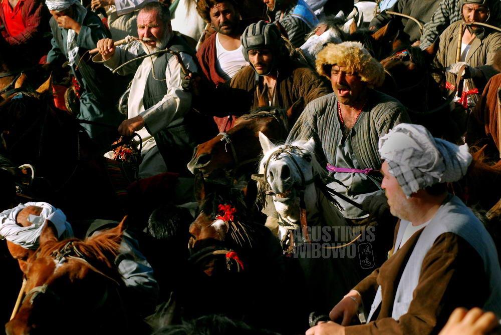 afghanistan-2008-mazarsharif-naoruz-buzkashi-horses-chapandaz-helmet