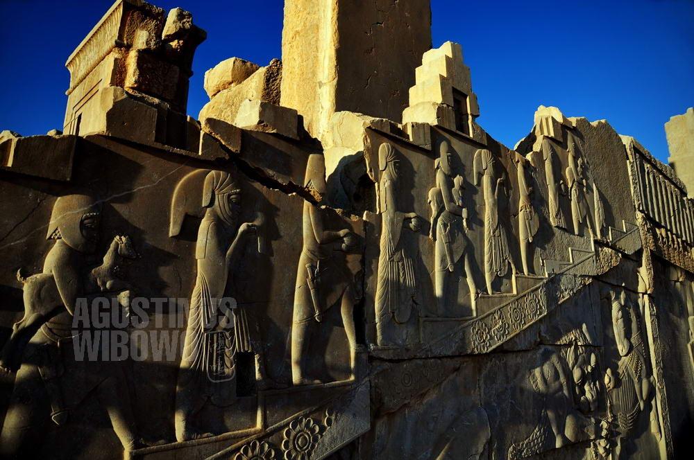 iran-2009-shiraz-persepolis-wall-of-nations