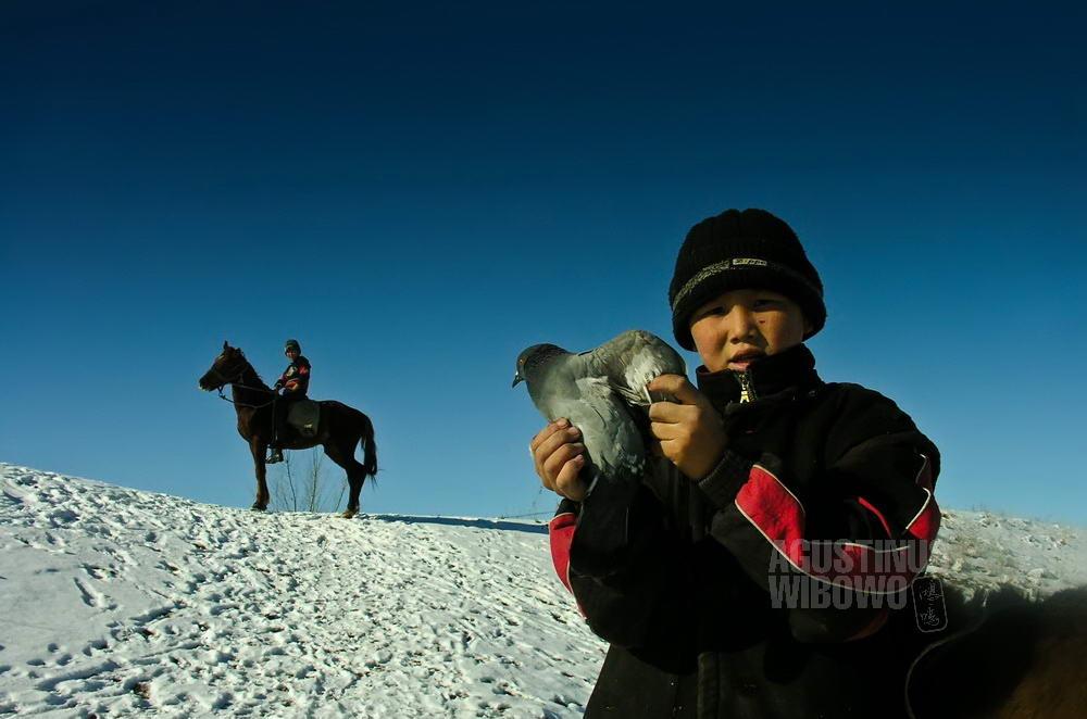 kyrgyzstan-2006-burana-boys-horse-bird-snow-field