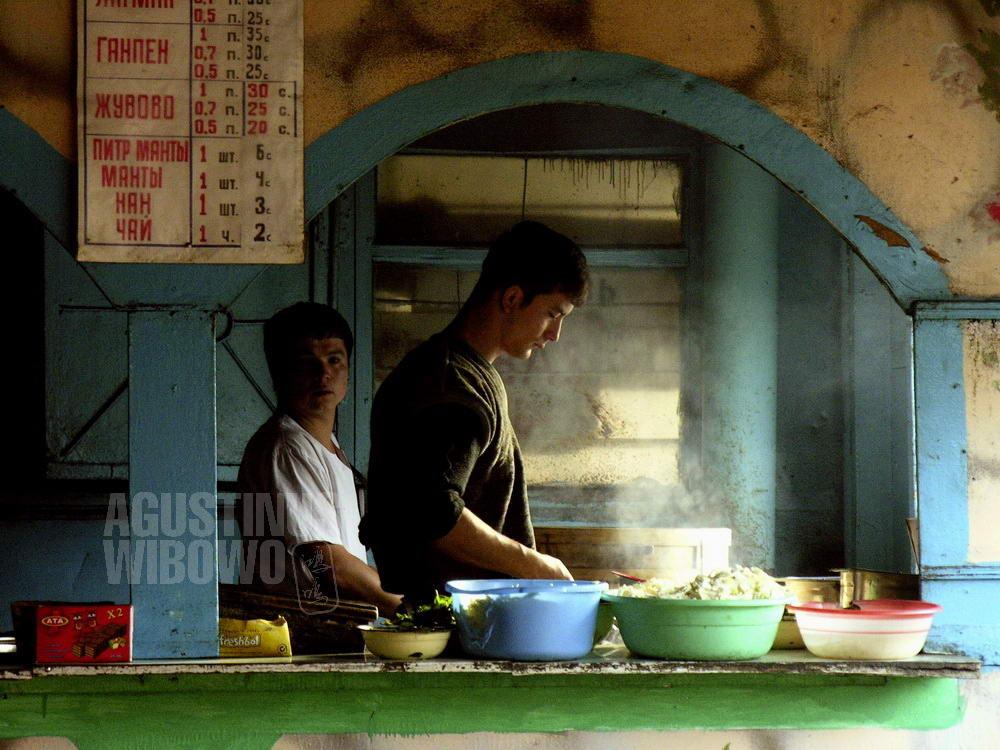 kyrgyzstan-2006-osh-laghman-restaurant-uzbek