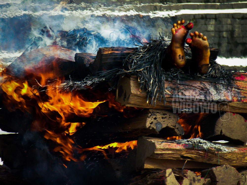 nepal-2005-kathhmandu-cremation-pashupatinath