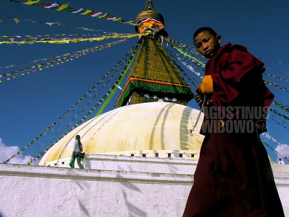 nepal-2005-kathmandu-boudhanath-tibetan-monk-pilgrimage