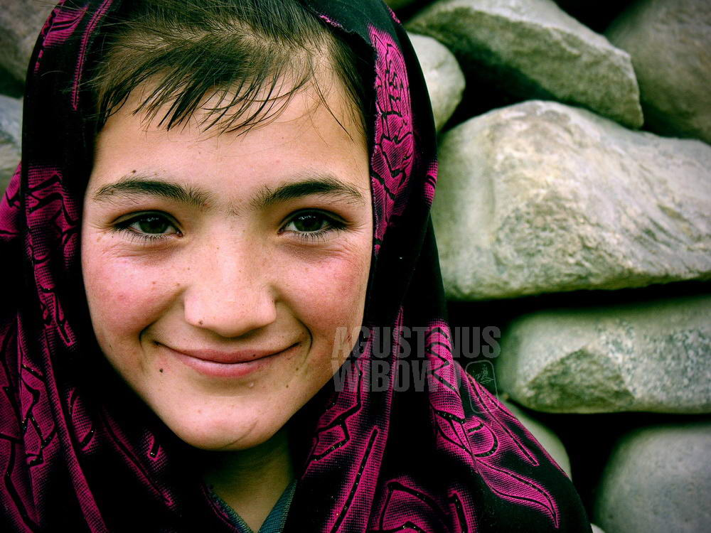 pakistan-2006-northern-areas-sust-girl-veil