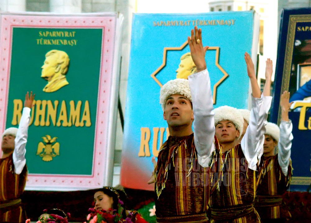 turkmenistan-2007-ashgabat-male-dance-worship-ruhnama-book