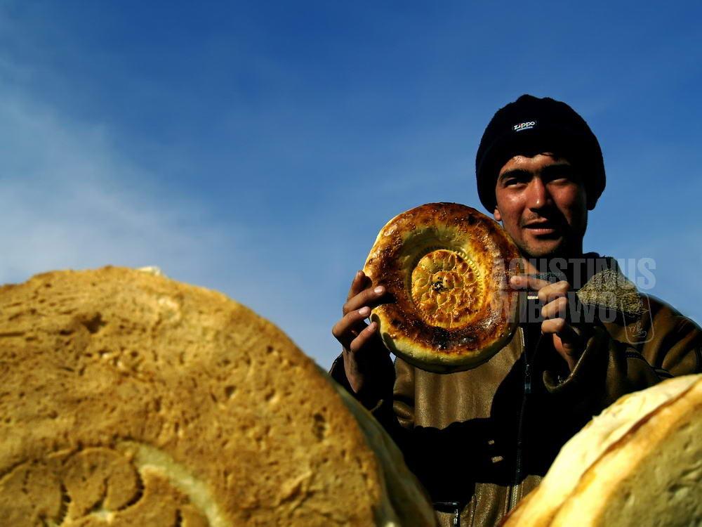 uzbekistan-2007-margilan-man-nan-bread-bazaar